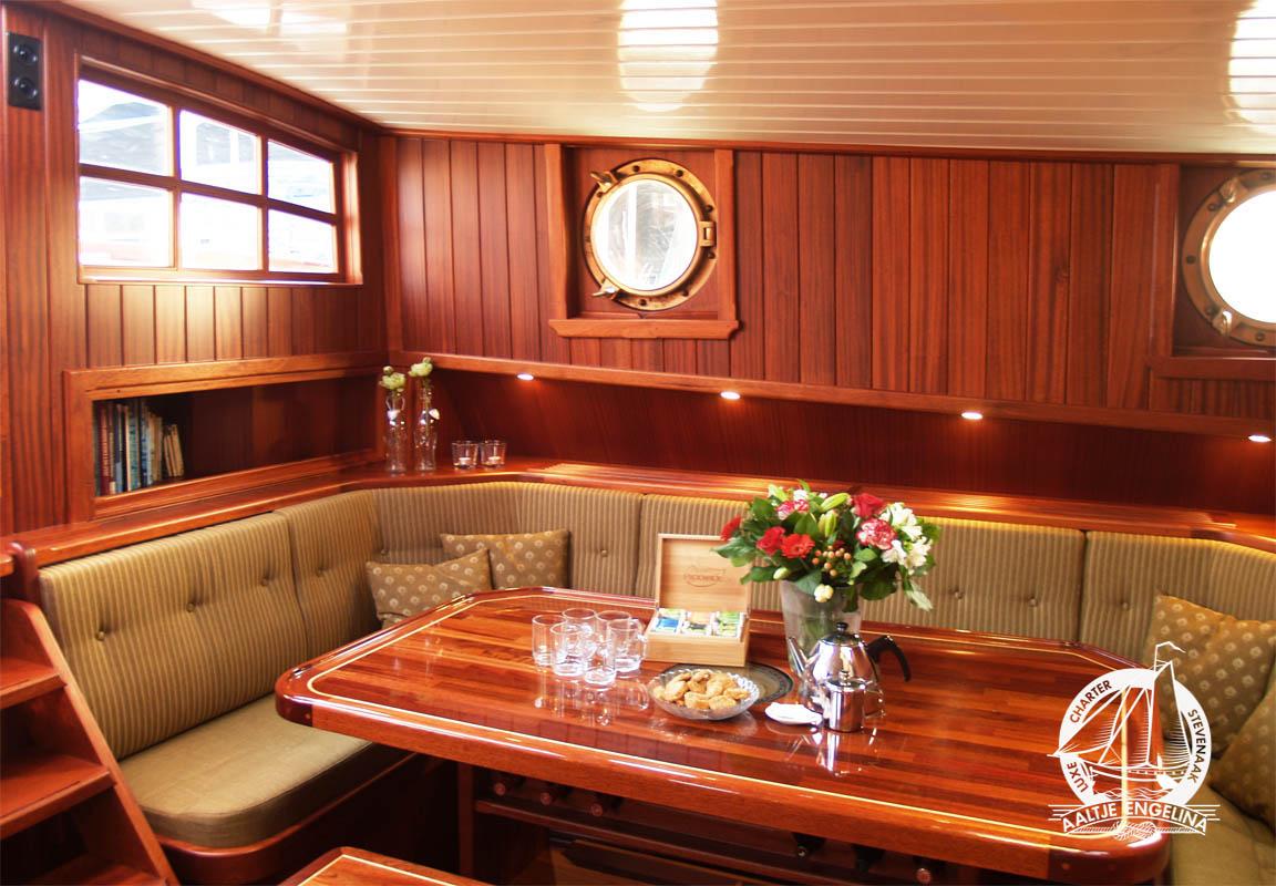 Traditioneel charterschip Stevenaak te huur in Friesland